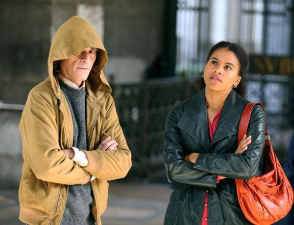 Joaquin Phoenix and Zazie Beetz (as Sophie Dumond) in this production still from JOKER.