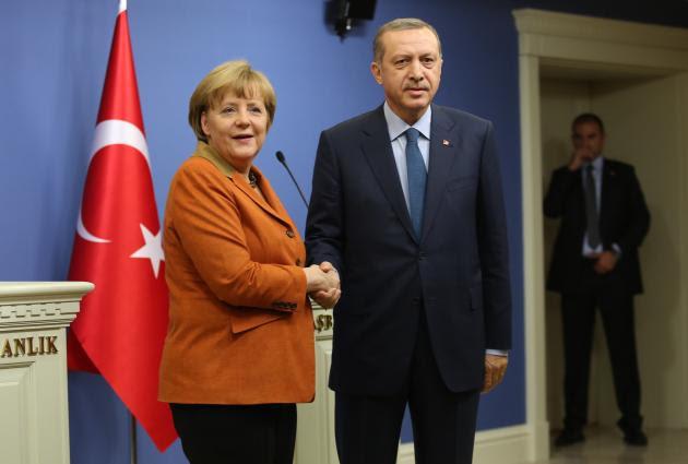 Η Τουρκία δεν θέλει τα υποβρύχια 214 στο Αιγαίο, πριν παραλάβει τα έξι δικά της