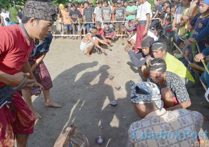 Pertandingan Mangkeq Desa Anyar Lestarikan Permainan Tradisional Lombok Gerakan Masyarakat Mandiri