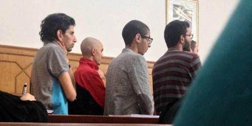 Quelques-uns des accusés photographiés durant l'audience.