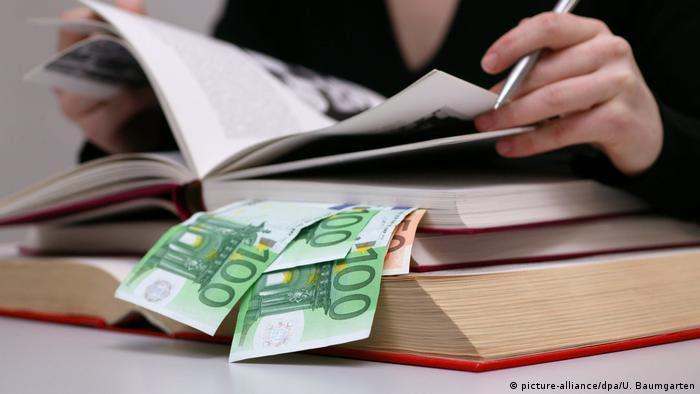 Deutschland Symbolbild Studienkredite (picture-alliance/dpa/U. Baumgarten)