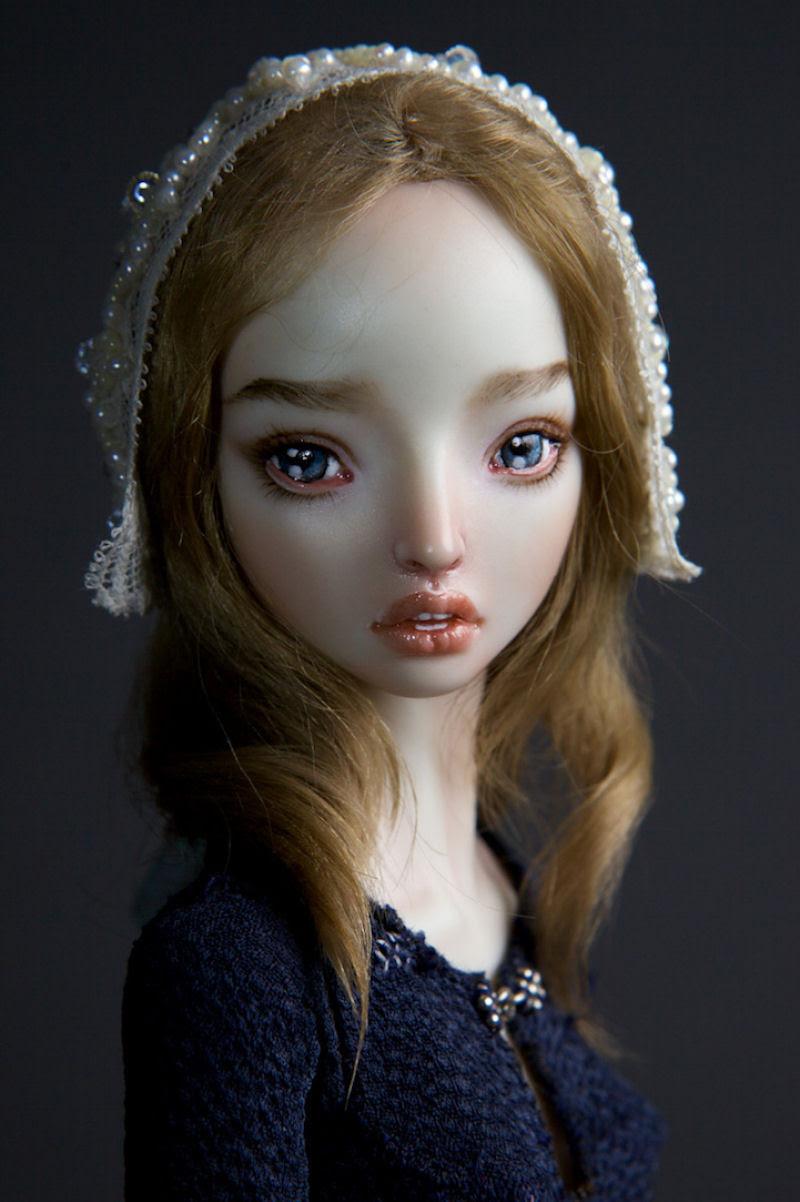 Elegantes bonecas lacrimejantes transmitem a complexidade das emoções humanas 01