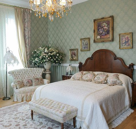 White Victorian Style Bedroom – Bedroom Decorating Ideas