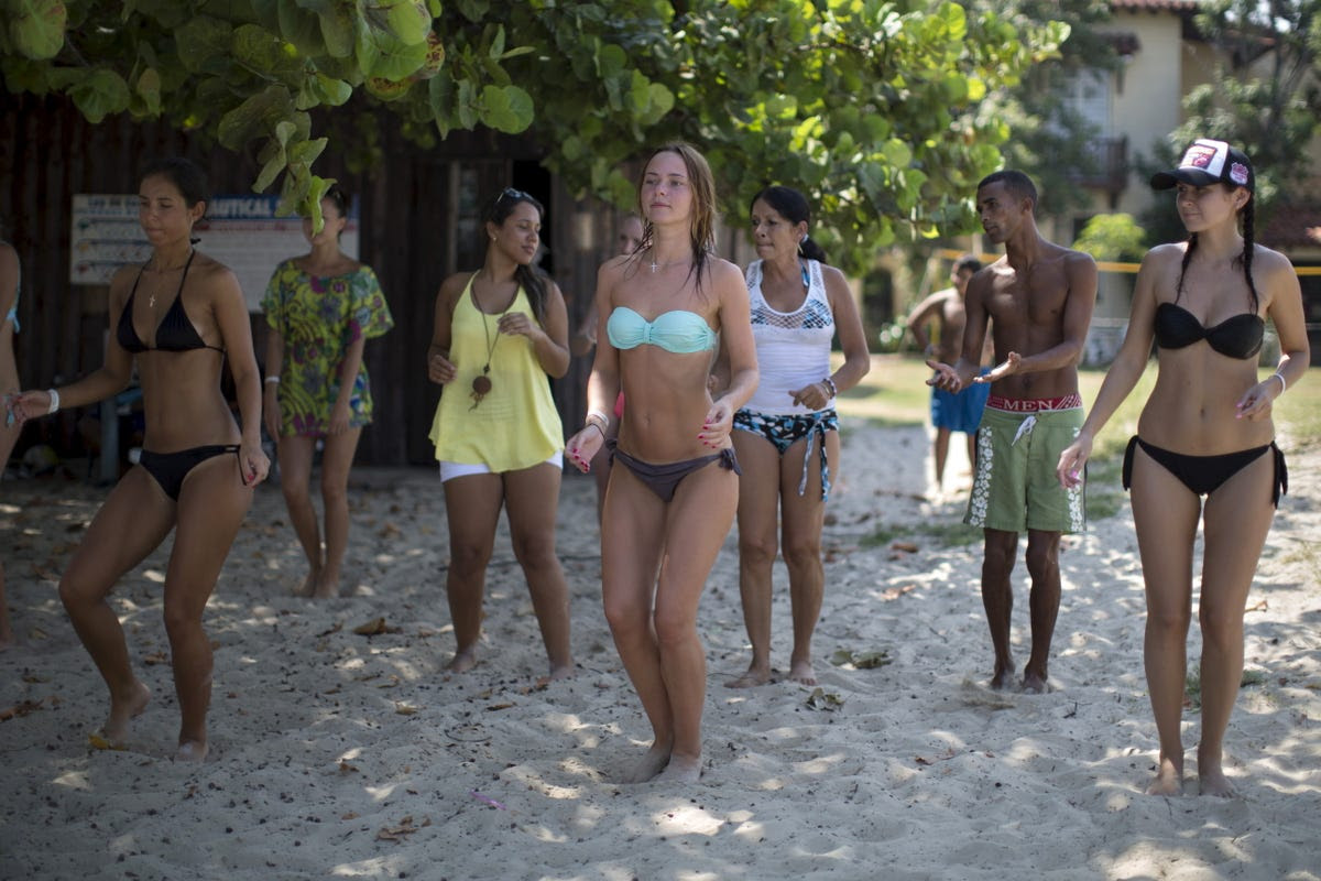 More salsa classes take place on the beach in Varadero.