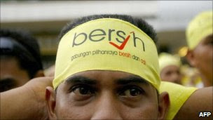 A demonstrator ties a headband with the word 'bersih' (clean), the name of a non-governmental group calling for free and fair elections, during a protest in downtown Kuala Lumpur, 10 November 2007