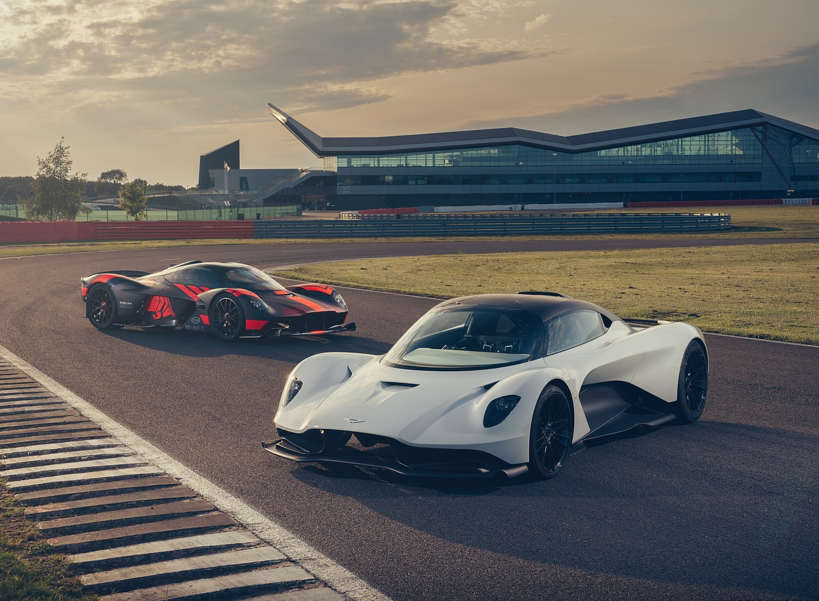 2020 Aston Martin Valhalla Wallpapers 7 Hd Images Newcarcars