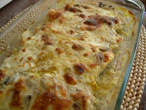 Bifinhos de perú com queijo, natas e cogumelos