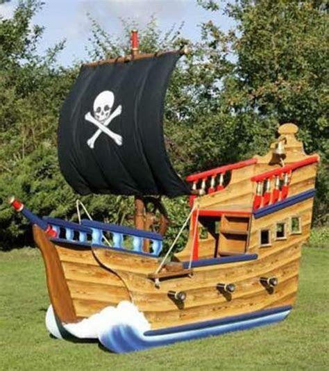 spielturm piratenschiff schafft viel freude fuer ihre