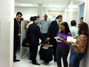 Policiais federais fazem buscas no Centro Administrativo de João Pessoa (Foto: Walter Paparazzo/G1)
