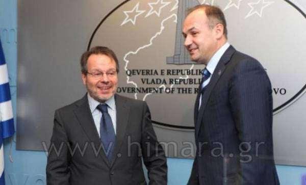 Ο Έλληνας Πρέσβης Δημήτρης Μοσχόπουλος με τον Υπ.Εξ του Κοσόβου Ενβέρ Χοτζάι