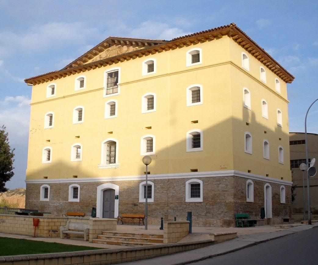 http://upload.wikimedia.org/wikipedia/commons/b/b3/Alfaro_-_Antigua_Carcel.JPG