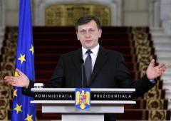"""Basescu, atac DUR la Crin Antonescu: """"a avut momente în care a fost nebun să fie preşedinte''"""