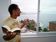 "... em favela ... 'Triplex' vira hospedagem  ""VIP""..."