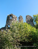 Хустський замок: руїни вежі і стін