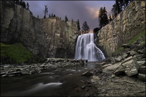 Rainbow falls redux por Marc Briggs
