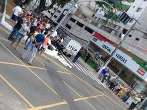 Acidente aconteceu no cruzamento das avenidas Hermes da Fonseca e Alexandrino de Alencar, em Natal (Foto: Arthur Rodrigues)