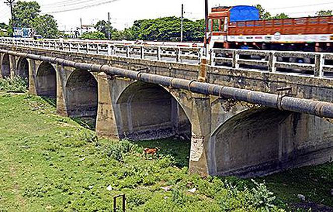 A view of Kudamurutti bridge in Tiruchi.M. Srinath