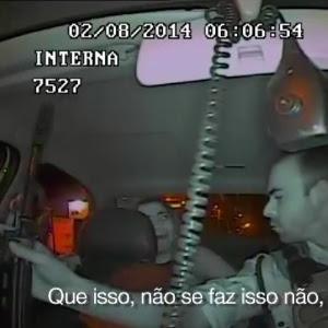"""Vídeo divulgado pela """"Veja"""" mostra ação de PMs que terminou na morte de jovem"""
