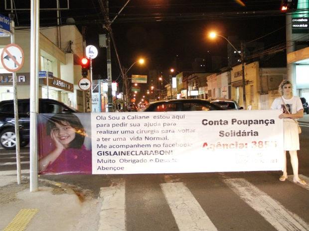 A vendedora Rose Volante foi à rua como voluntária para ajudar na arrecadação (Foto: Fabio Rodrigues/G1)