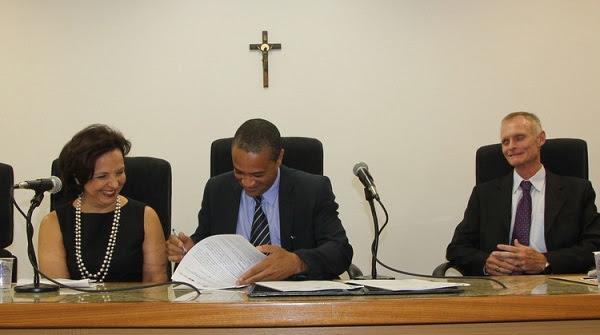 Promotor Júlio César Botelho assina o TAC