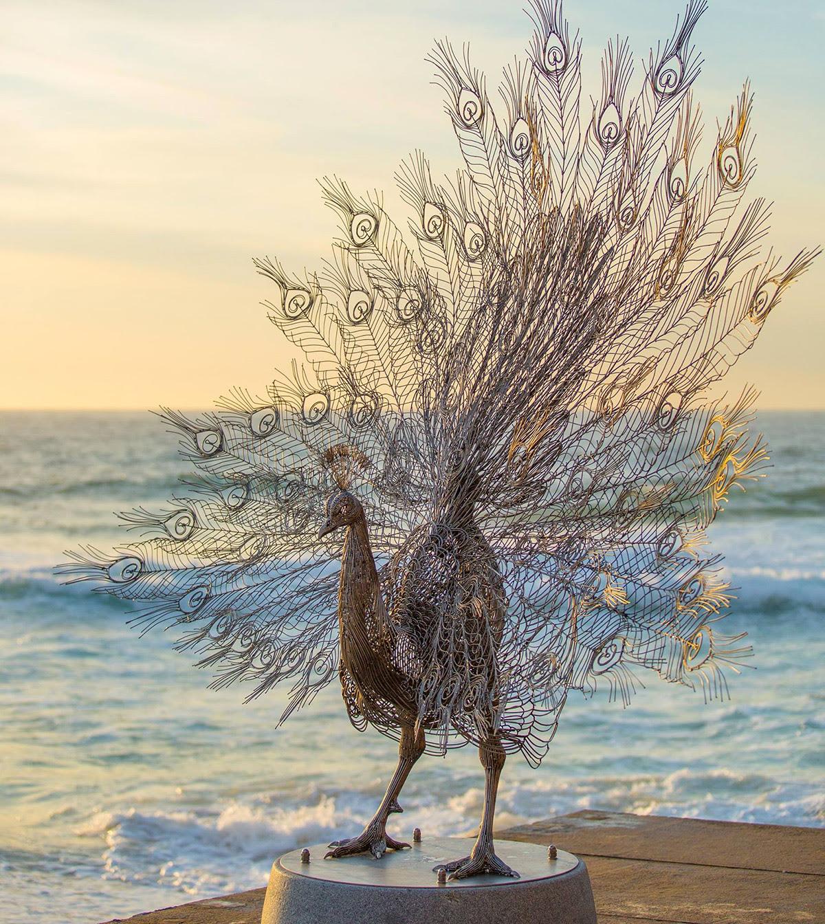 Patung hewan2 dari baja tahan karat yg luar biasa...