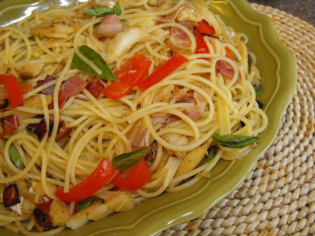 Bacalhau salteado com esparguete