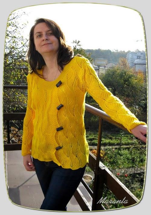 asymetryczny sweter na drutach