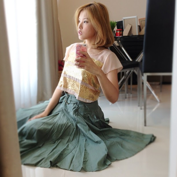 Cropped top and circle skirt. Both from #topshop #croppedtop #fashion #ootd #lotd #lookoftheday #outfitoftheday #outfit #instafashion #circleskirt #clozette