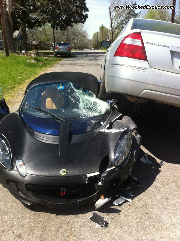 Lotus Elise wrecked in Texas