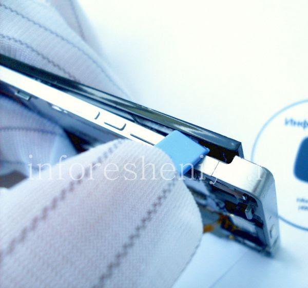 Разборка BlackBerry P'9982 Porsche Design: From top of the screen, go to one of the sides. / От верхней части экрана переходите к одной из сторон.