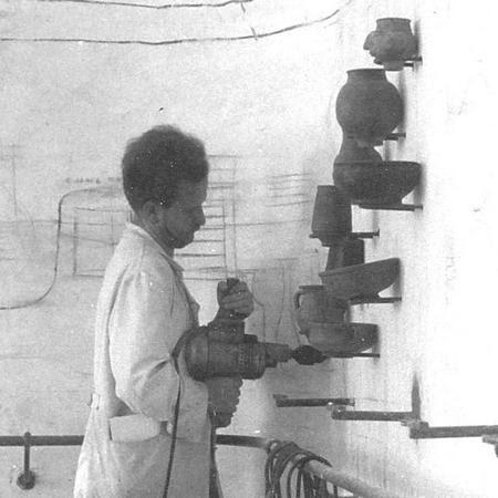 Wagner Nándor a székesfehérvári kiállításán dolgozik