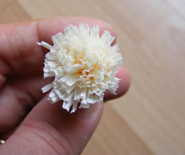 Цветы из гофробумаги своими руками (9)