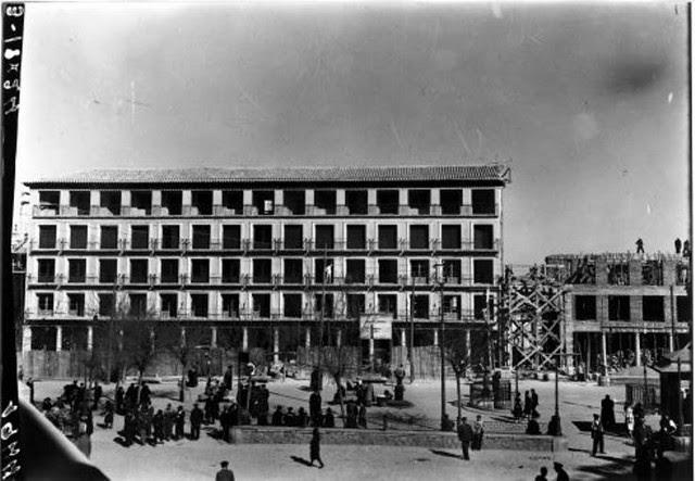 Urinarios de Zocodover durante la reconstrucción de Zocodover tras la guerra civil