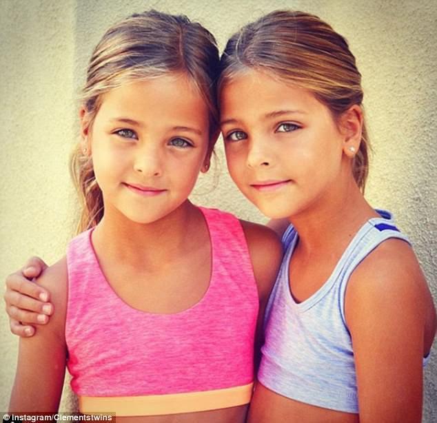 Και τα δύο κορίτσια αγαπούν την εκτέλεση και πηδούν στην ευκαιρία όταν η μητέρα τους πρότεινε μοντελοποίηση