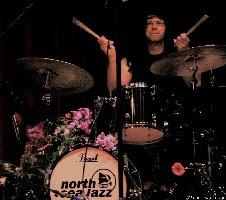 Matt Wilson als rockdrummer