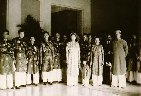 Hoàng hậu,                                         cuối cùng, Việt Nam, nhan sắc,                                         chim sa, cá lặn