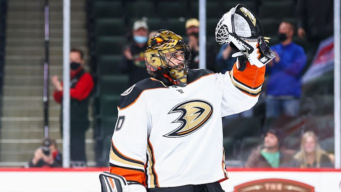 Ryan Miller shares emotional hug with his parents after his NHL career comes to a close