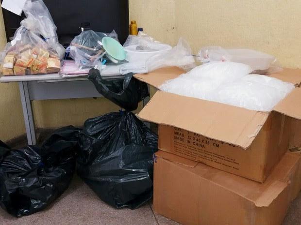 Casal é preso com 24 kg de cocaína em refinaria de drogas de São José dos Campos (Foto: Eduardo Marcondes/TV Vanguarda)