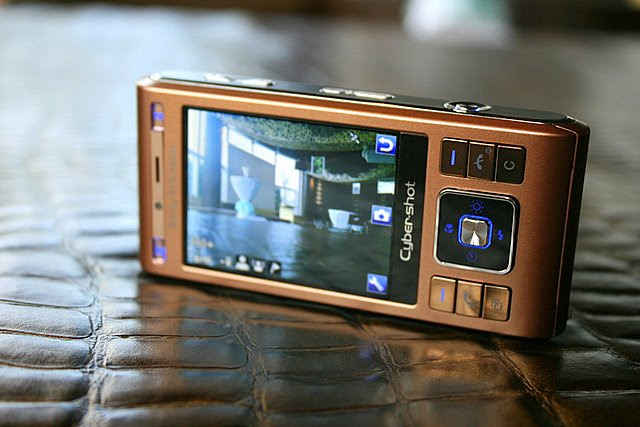 Sony Ericsson's C905 features an 8.1 megapixel camera