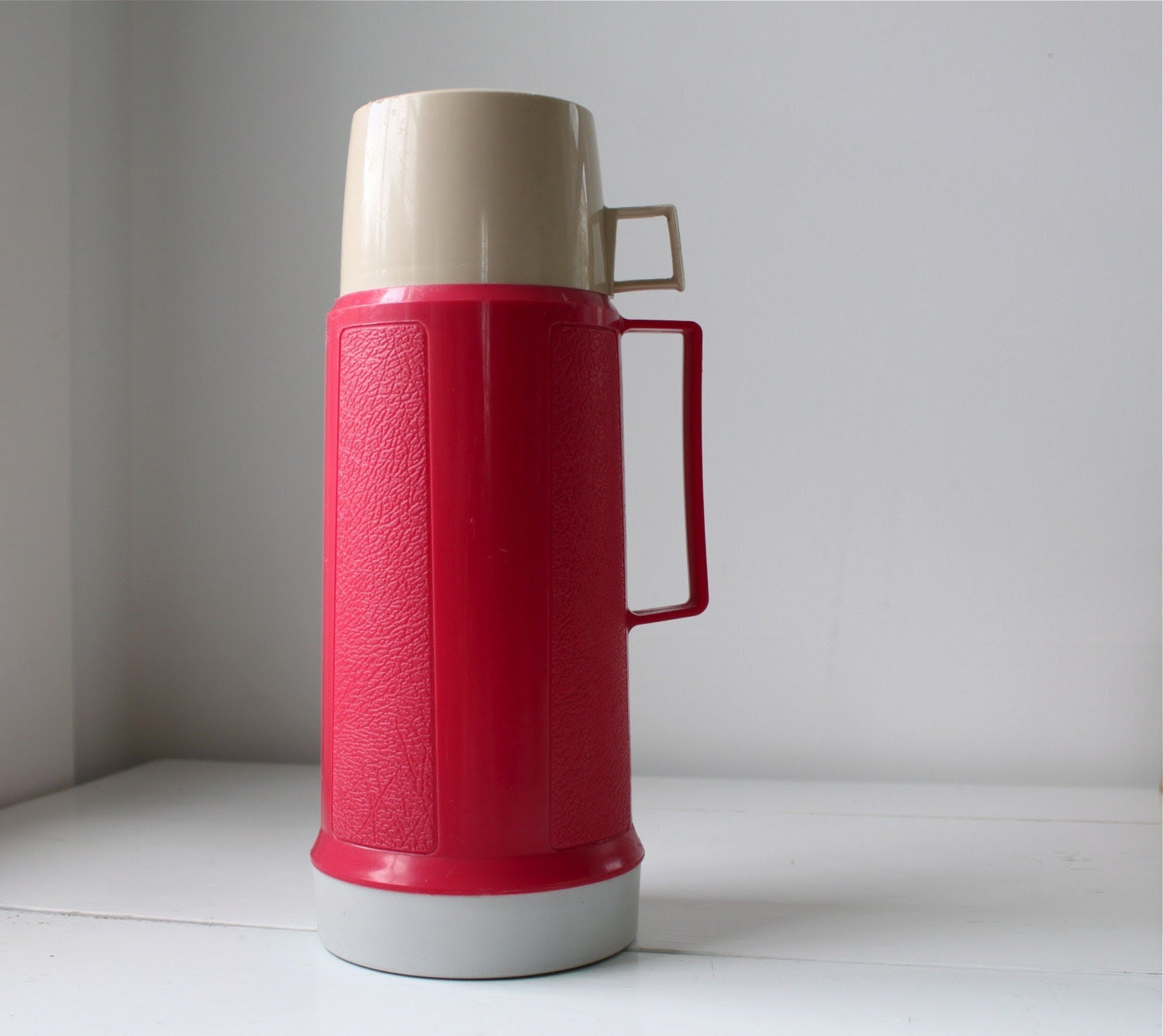 vintage 1970s PINK PICNIC thermos. Eco friendly and retro alfresco. Insulated drink carrier. Hot or cold.