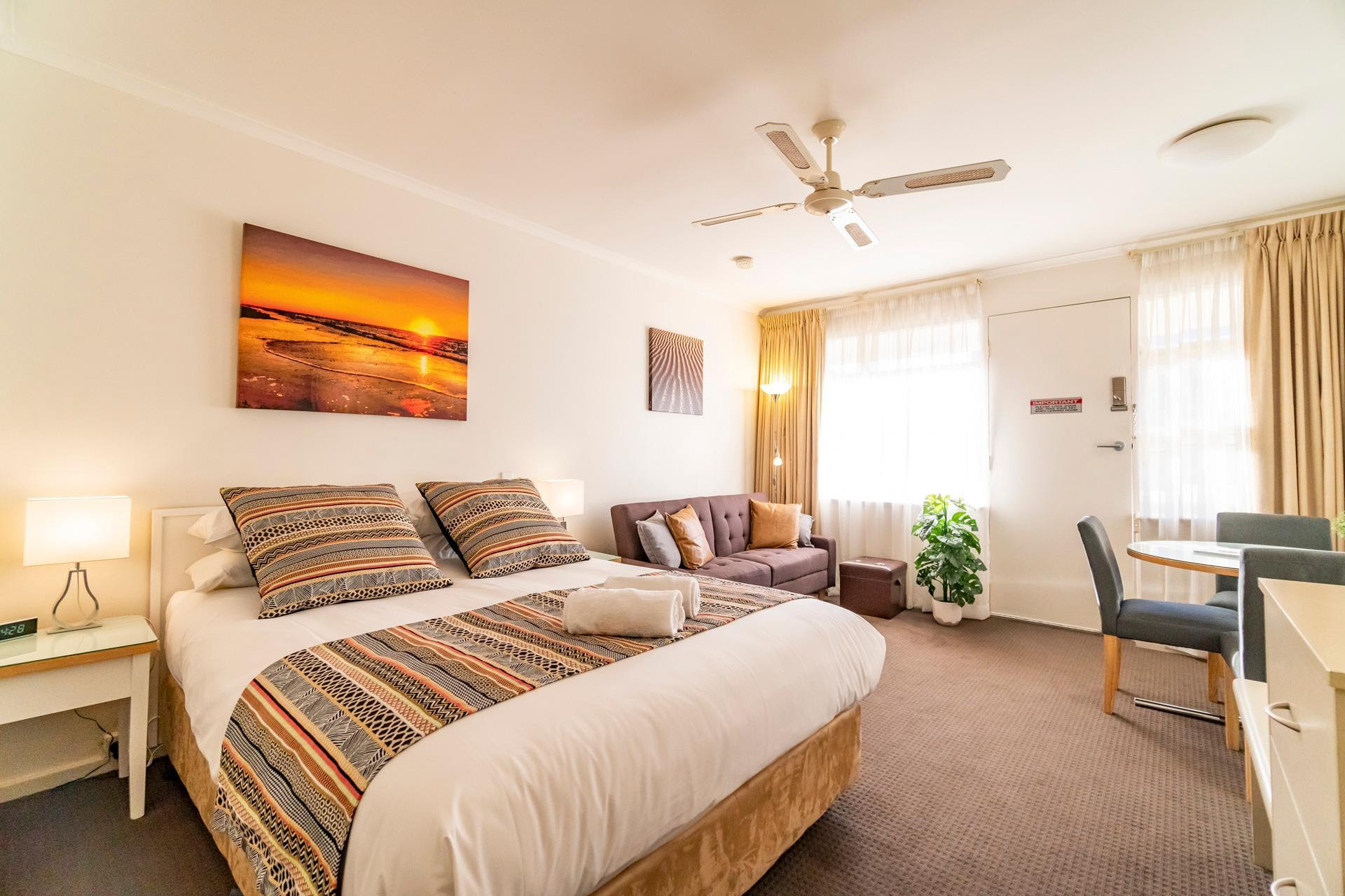 Promo Ocean Sunset' Glenelg Central Studio Free Parking