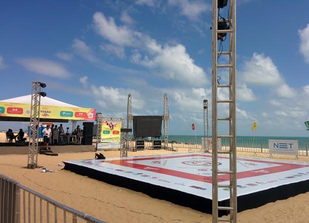 Tatame do submission foi montado na arena do Estação Verão, na praia de Pirangi (Foto: Rafael Barbosa/G1)