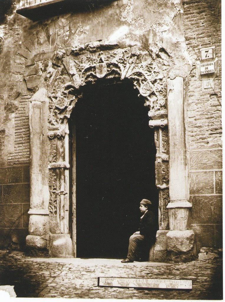 Fachada del Palacio de los Señores de Peromoro en su primitivo emplazamiento en la Calle del Instituto. Foto de Casiano Alguacil hacia 1885