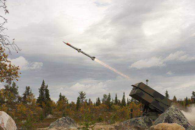 Lituania tiene previsto gastar más de 100 millones de euros (112 millones de dólares USA) en los sistemas de defensa aérea de gama media NASAMS noruegos y estadounidenses, dijo el ministro de Defensa del país el domingo, 25 de septiembre de 2016. De acuerdo con el ministerio, dos de los países armado baterías de fuerza, unidades militares de un tamaño de una empresa, estarían equipados con los sistemas de NASAMS.