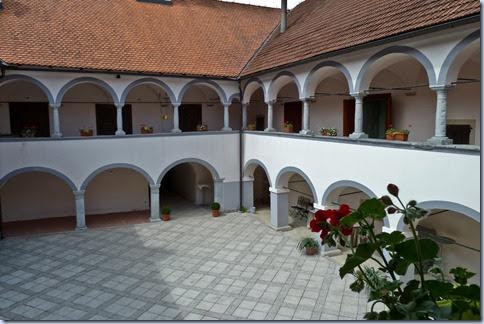 06 grajsko dvorišče