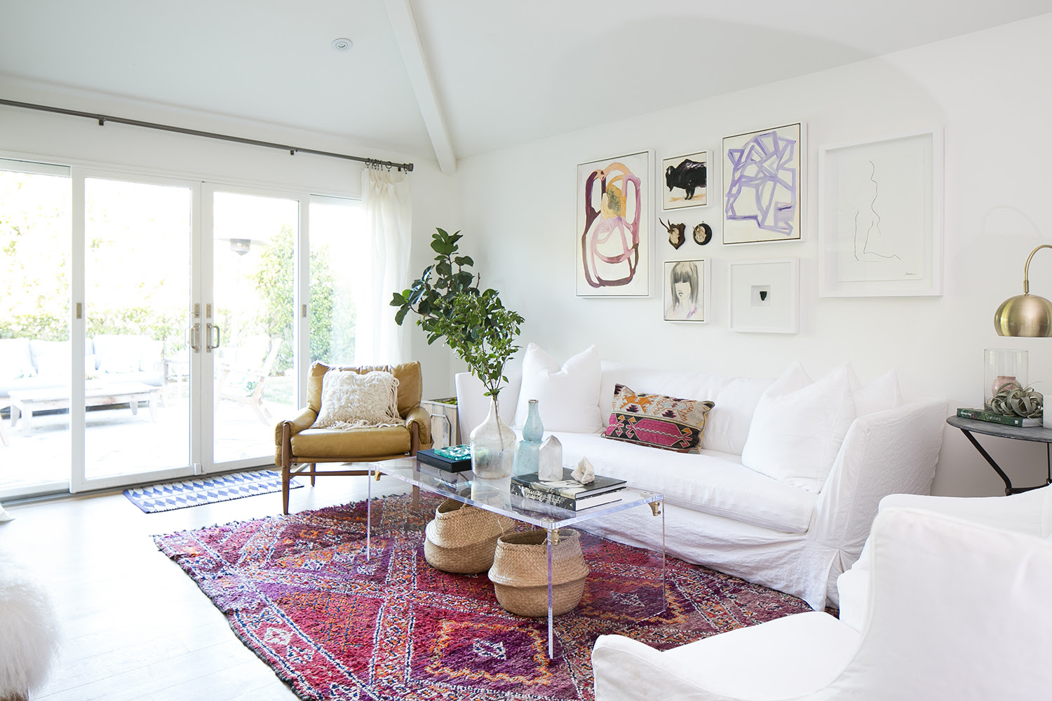 Modern Meets Vintage Charm in an Orange County Living Room ...
