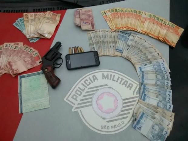 Roubo a farmácia em Guaratinguetá (Foto: Divulgação/Polícia Militar)