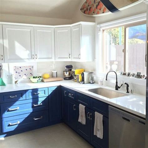 kitchens  stylish  tone cabinets
