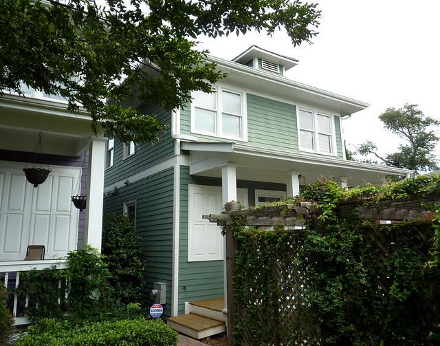 P1110979-2012-09-16-O4W-Tour-of-Homes-Rainbow-Row-oblique-green-11