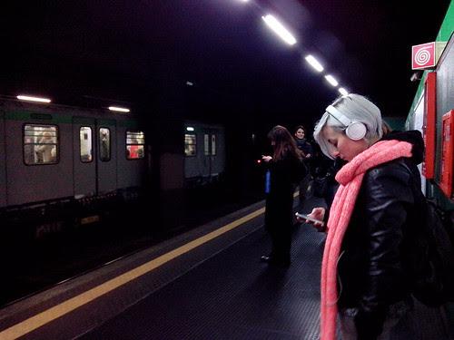 Durante l'attesa della metro by Ylbert Durishti